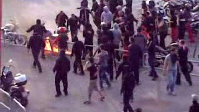 Olympiakos Aris  episodia  awantura płonący koleś burning man 18.04.2010